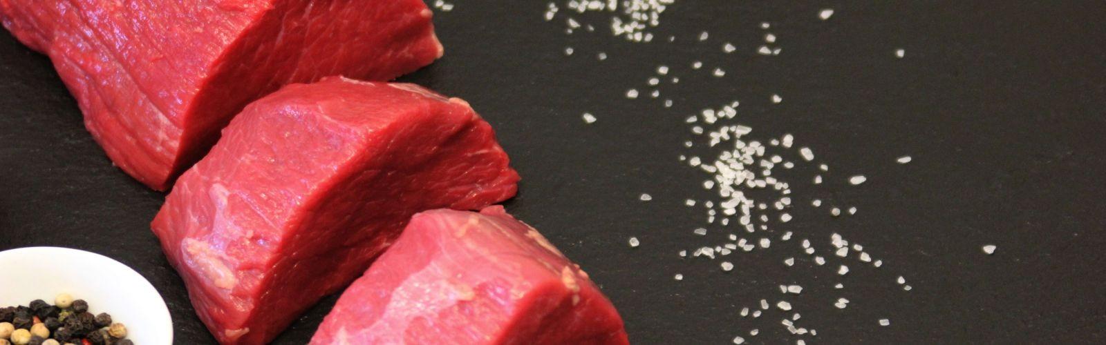Motivbild der Seite Frischfleisch vom BERGSCHECKENRIND / Steak, Grillen & Kurzbraten