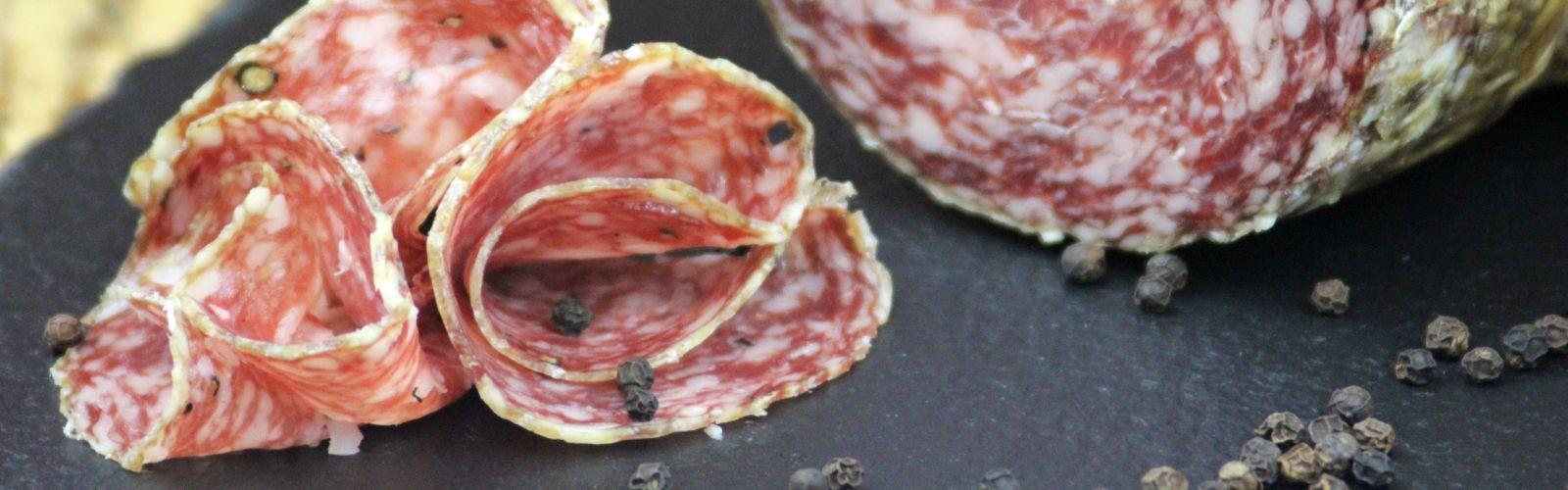 Motivbild der Seite Schinken, Salami & Spezialitäten / Salamis