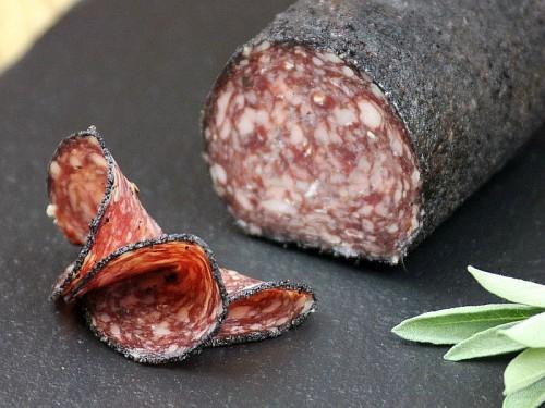 Symbolfoto für Salami im Hibiskusmantel